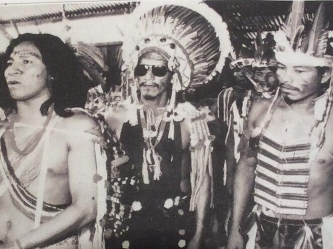 À gauche, Félix Tiouka à Awala le 09.12.1984.