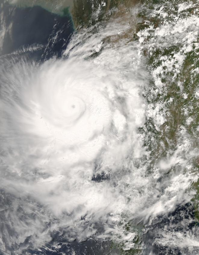 L'ouragan Nargis, en 2008, au dessus de la Birmanie, vu par satellite (Wikicommons).