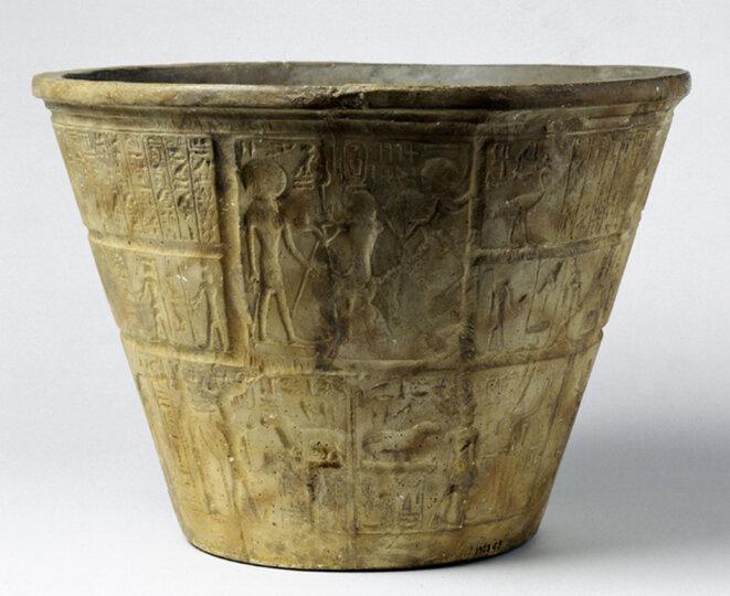 la clepsydre d'Amenhotep III à la XVIIIe dynastie.