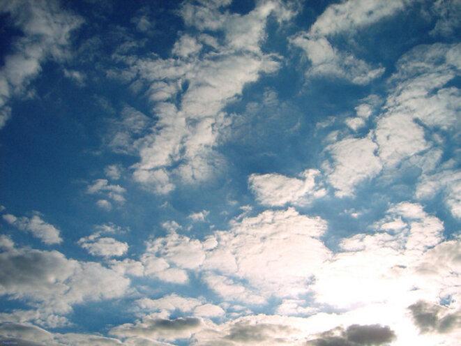 fond-ecran-ciel-nuageux