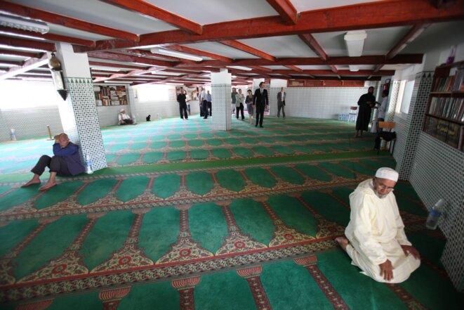 L'association avait acquis progressivement 19 lots de garages pour faire un lieu de culte, photographié en 2010.. © Association El Fath