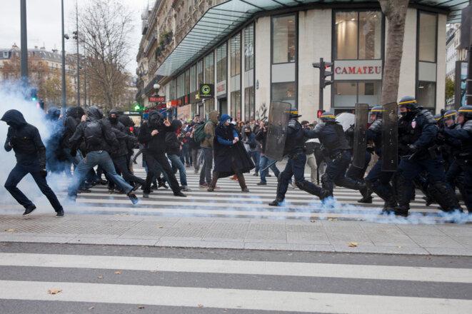 Charge des CRS place de la République © Jean-Paul Duarte