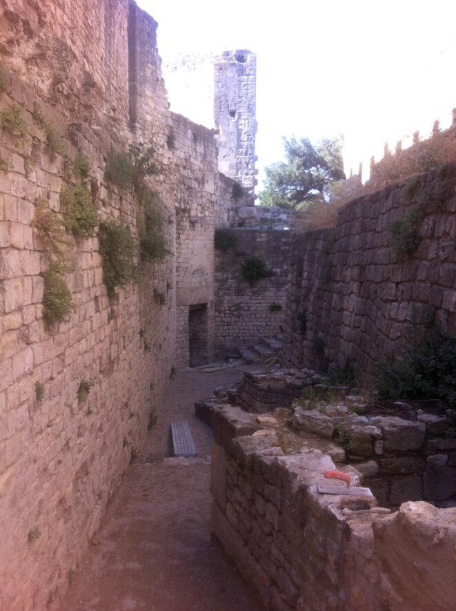 Une autre vue du site, vers l'abside de la petite église © Polomé