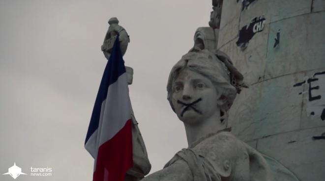 Statue de la place de la République, 29 novembre 2015. © Gaspard Glanz
