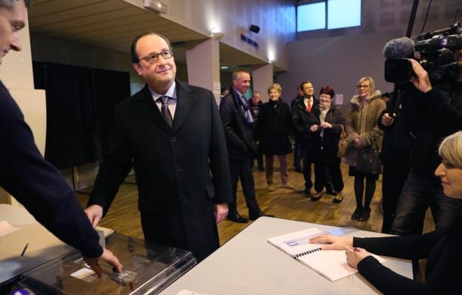 François Hollande votando en Tulle (Corrèze), este domingo 6 de diciembre. © Présidence de la République