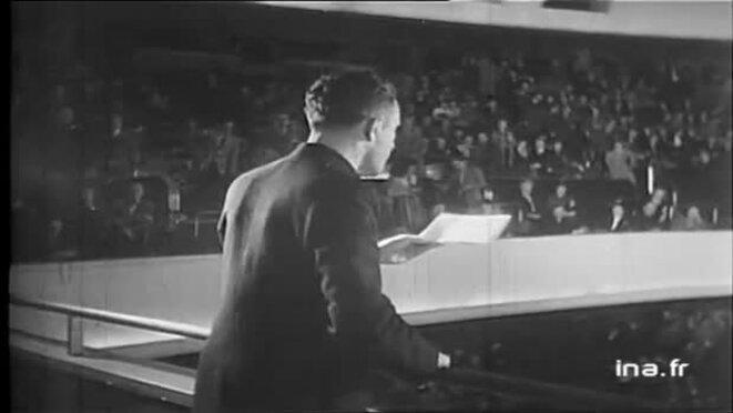 Le 19 novembre 1948, en préparation avec Albert Camus, Garry Davis interrompt une séance de l'Assemblée générale des Nations unies au Palais de Chaillot afin de demander la création d'un gouvernement mondial. © Office national de radiodiffusion télévision française