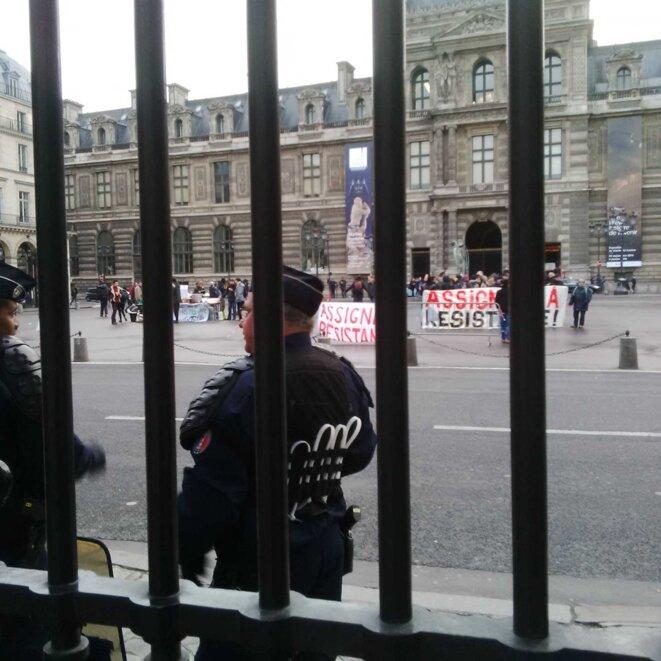 Le rassemblement devant le Conseil d'Etat © M.D.