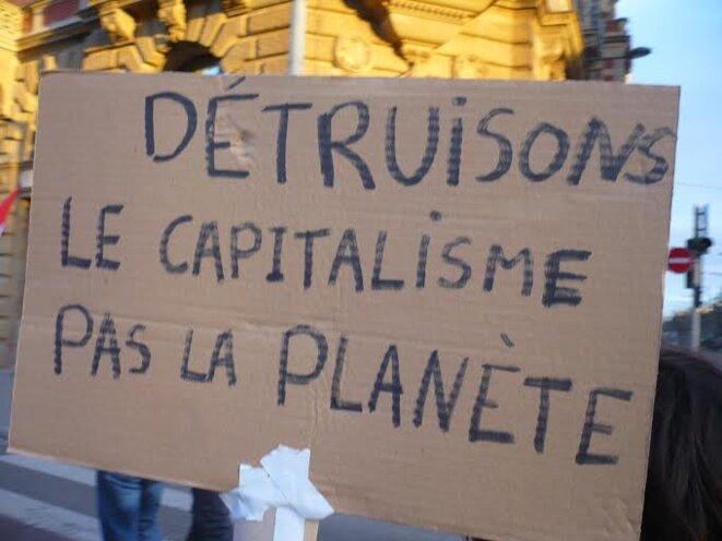 detruire-le-capitalisme-pas-la-planete-2