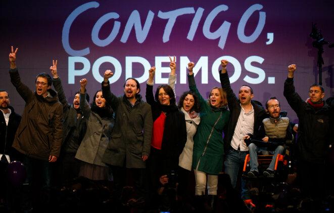 Pablo Iglesias et son cercle rapproché dimanche soir à Madrid. © Andrea Comas - Reuters.