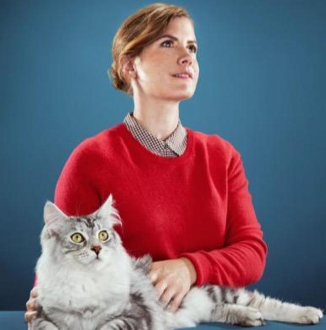 La présidente de la République Océanerosemarie et son chat.