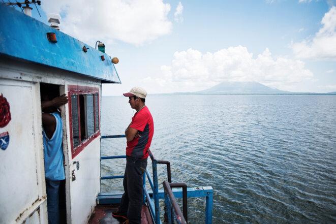 Sur le lac Nicaragua : vue d'Ometepe depuis le ferry qui rallie l'île à la terre. © Jean de Peña