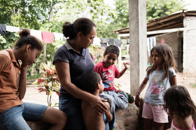 Viquincha Rivera, une ouvrière qui sera expropriée de sa maison où elle vit avec ses cinq enfants si le canal est construit. © Jean de Peña