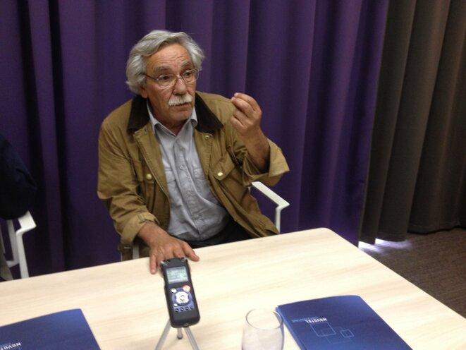 Jacques Pradel au micro d'une radio algérienne en mai 2013.