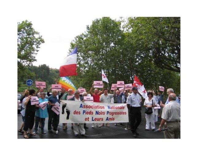 L'ANPNPA participant en 2010 à une contre-manifestation à un hommage à la stèle de l'OAS du cimetière de Béziers.