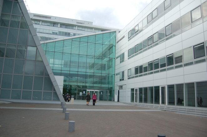 L'entrée de l'hôpital européen Georges-Pompidou, dans le XVe arrondissement de Paris © KoS