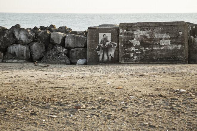 Pasolini portant son cadavre sur la plage d'Ostie