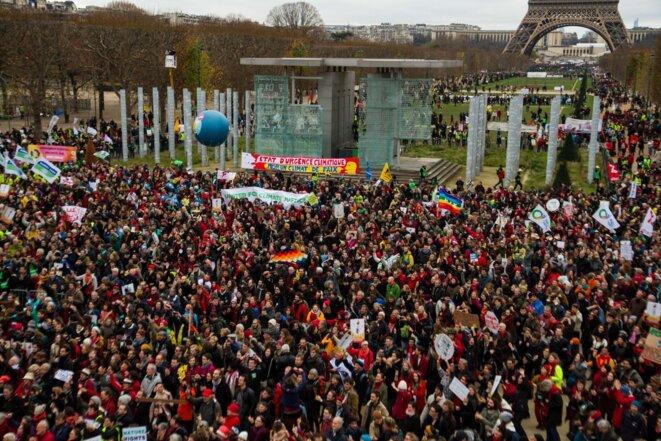 Concert et prise de parole devant le Monument de la Paix le samedi 12 décembre 2015 © Raphael Bodin