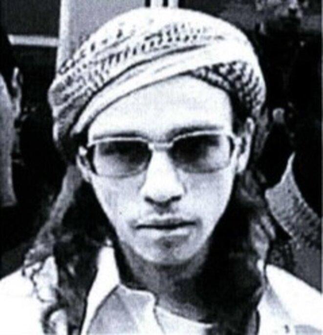 Farid Benyettou, lors d'une manifestation le 14 février 2004 contre le projet de loi interdisant le port des signes religieux à l'école © D.R.