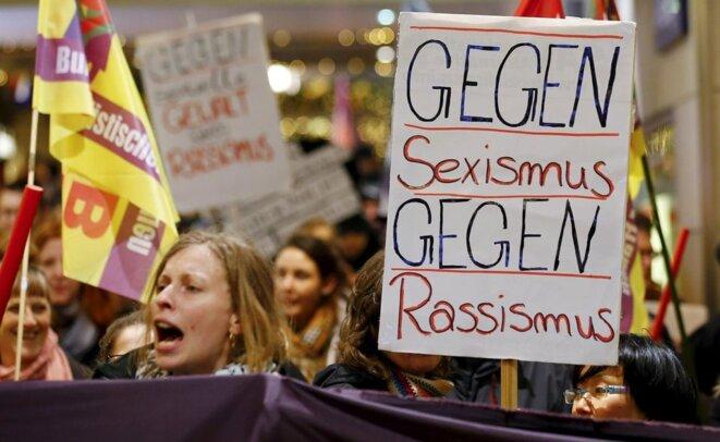 Preuves de la conspiration judéo-maçonnique mondialiste concernant l'immigration-invasion incontrôlable pour détruire la France et l'Europe. Femmes-allemandes-manifestants-contre-viols-par-des-migrants