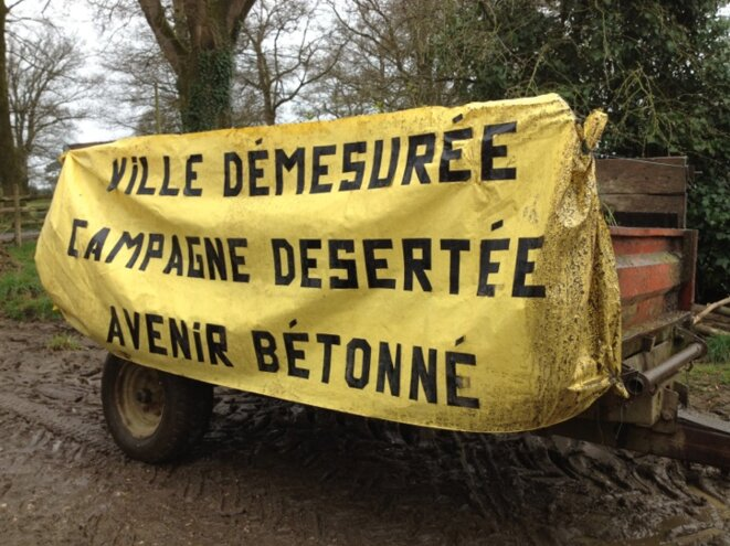 A protest at Notre-Dame-des-Landes in 2013 warning that the future is a concrete one. (JL)