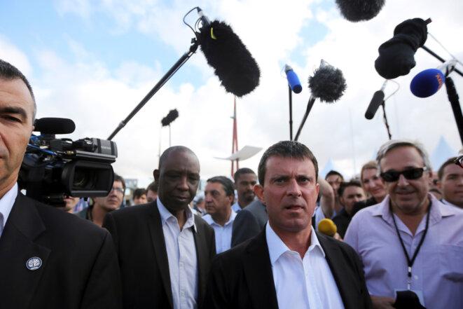 Manuel Valls à l'université d'été du PS à La Rochelle, en 2013. Au second plan, Ibrahima Diawadoh. © Reuters