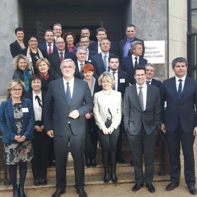 F. Sauvadet et les conseillers régionaux de Bourgogne-Franche-Comté élus en décembre 2015, dont Pascal Grappin (2e à droite à l'avant-dernier rang). © DR