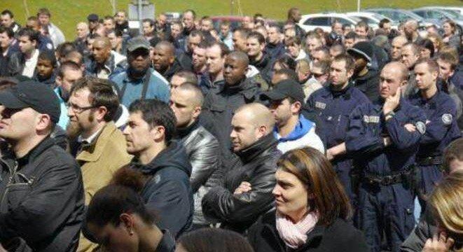 Rassemblement de policiers le 25 avril 2012 à Bobigny. © LF
