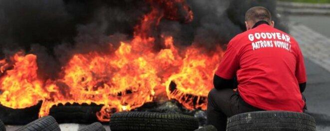 Durant le conflit à l'usine Goodyear, en janvier 2014. © Reuters