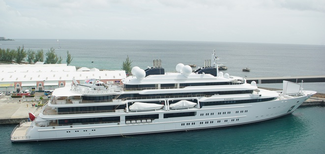 Le Katara, palace flottant de 124 mètres avec piscine et héliport, a été livré à l'émir du Qatar en 2010. © DR