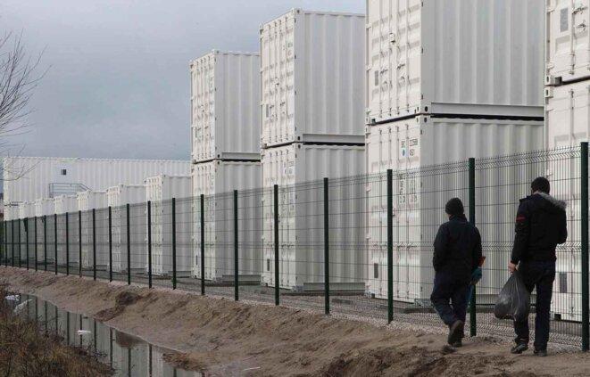 Le nouveau camp de containers de Calais © AP/SIPA