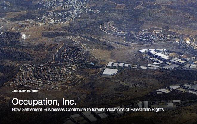 La zone industrielle de Barkan, dans une colonie israélienne, photographiée sur la couverture du rapport d'Human Rights Watch.