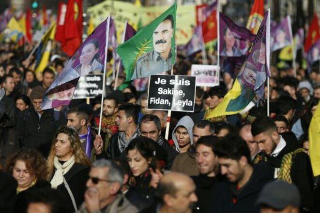 Une manifestation à Paris, samedi 9 janvier 2016, en mémoire des trois militantes assassinées a rassemblé plus de 10 000 personnes.