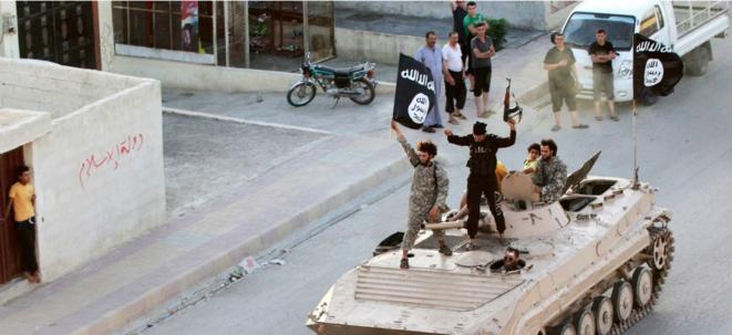 Des militants de l'État islamique à Raqqa en Syrie le 30 juin 2014. © Reuters
