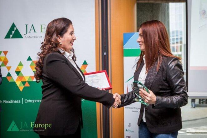 Angeliki Zissi : l'enseignante primée à Bruxelles © Junior Achievement Europe
