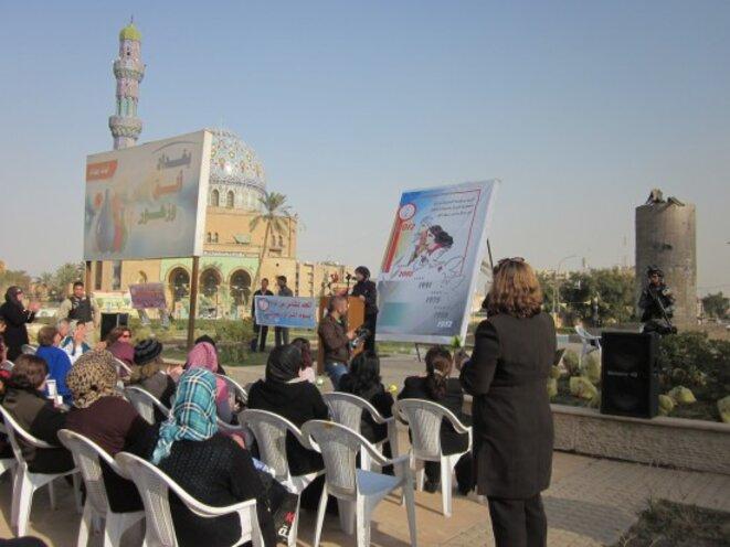 Rassemblement de la Ligue des Femmes Irakiennes (al-Rabitah) sur la place Firdaws au centre de Bagdad, le 8 mars 2012, photo Zahra Ali