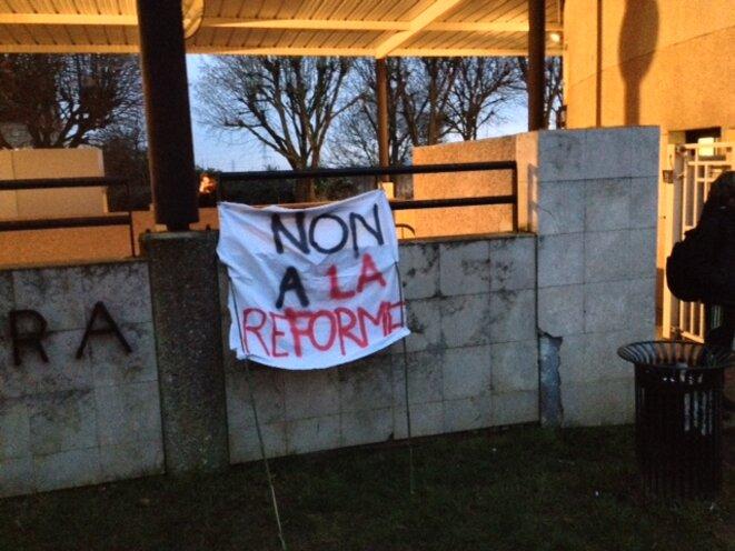 L'une des banderoles affichées par les grévistes