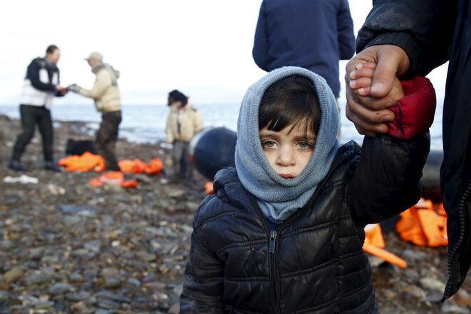 Llegada de un niño sirio a la isla de Lesbos, el 4 de enero de 2016. © Giorgos Moutafis / Reuters