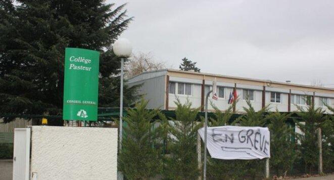 Le collège Pasteur en grève © La Dépêche du Midi