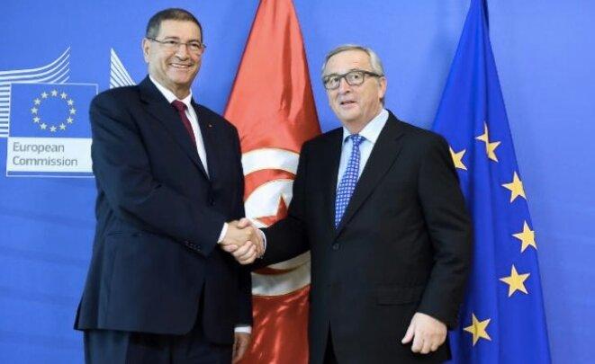 Le chef du gouvernement tunisien Habib Essid et le président de la commission Jean-Claude Juncker.