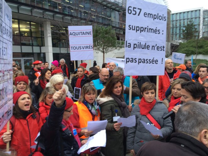 Manifestation devant le siège de Servier à Suresnes, le 2 février 2016 © Mathilde Goanec