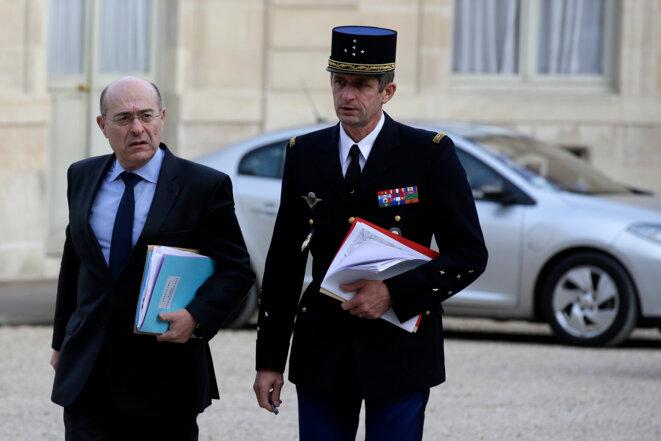 Jean-Marc Falcone, le directeur général de la police nationale, et Denis Favier, le directeur général de la gendarmerie nationale. © Reuters
