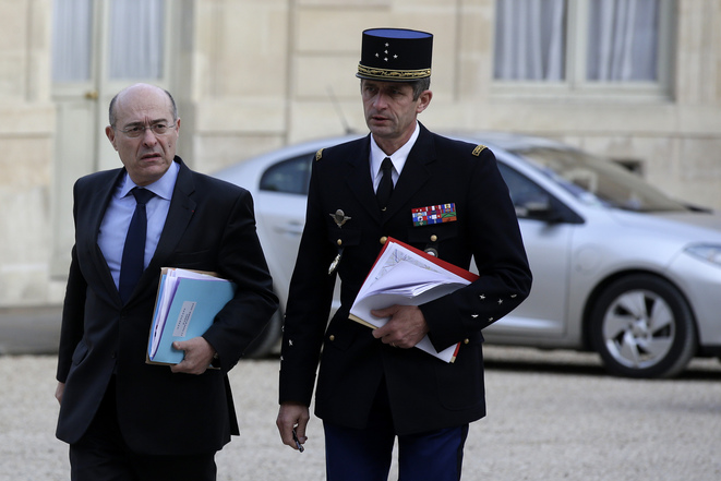 Strained relations: French police head Jean-Marc Falcone (l) with gendarmerie boss Denis Favier. © Reuters