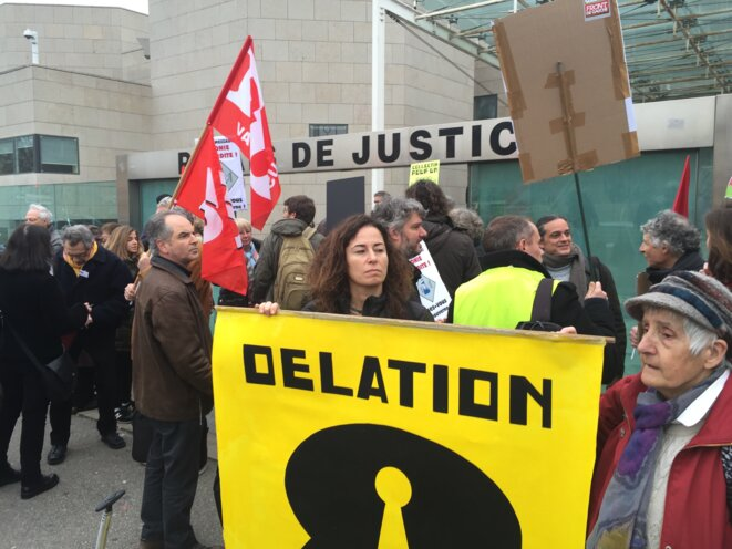 Pinar Selek devant le tribunal d'Avignon le 27 janvier 2016