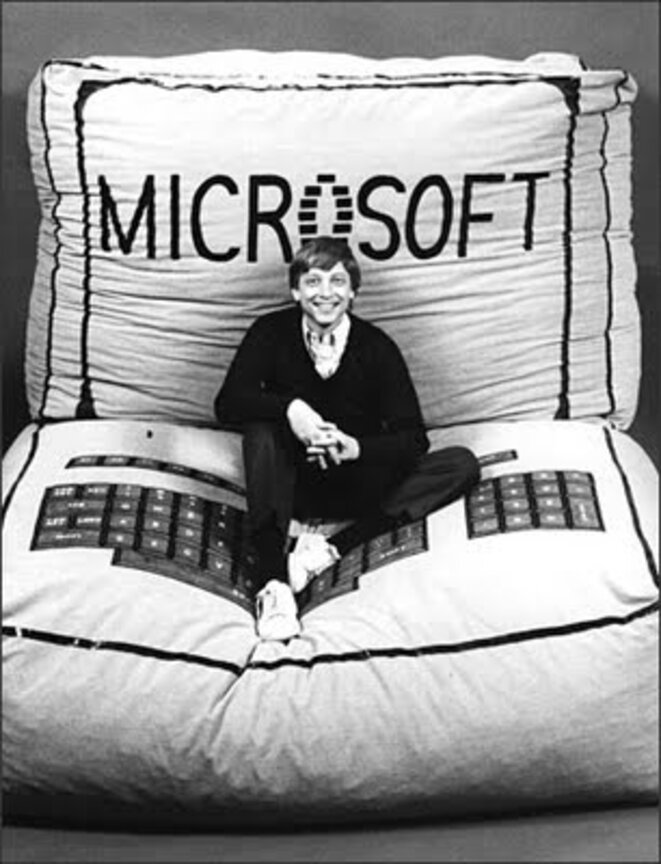 young-bill-gates-promoting-microsoft
