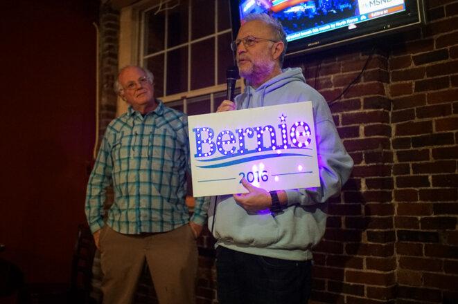Ben & Jerry en campagne pour Sanders dans un bar du  New Hampshire © Thomas Cantaloube