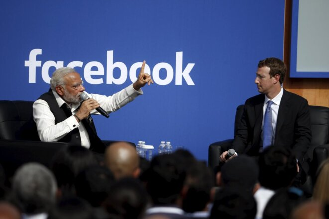 Narendra Modi et Mark Zuckerberg dans les locaux de Facebook © Reuters