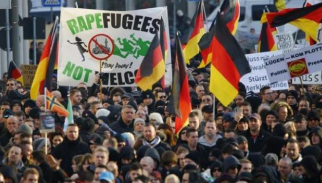 """Manifestation de l'extrême droite contre les """"réfugiés violeurs"""""""
