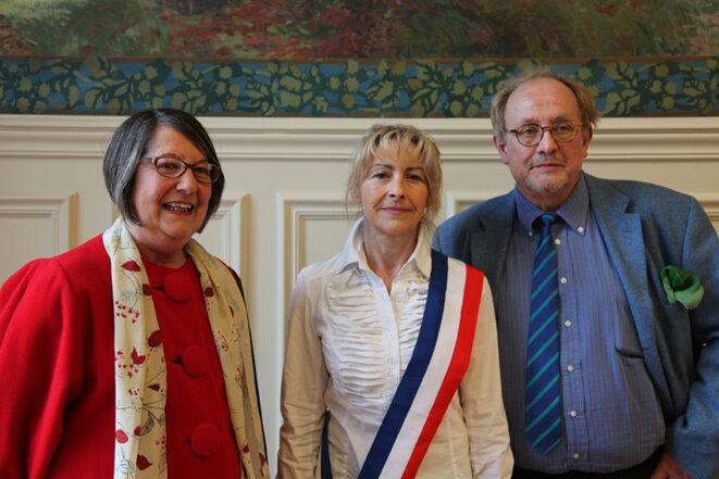 Dominique Garcia, au centre, avec son écharpe d'élue. © DR