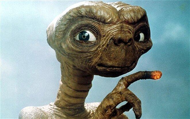 E.T. Téléphoner