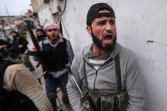 Esta foto de un combatiente rebelde sirio fue tomada en febrero de 2014 por Goran Tomasevic, forma parte de una serie que ganó el premio World Press. Tomasevic ha formado a periodistas sirios para reemplazar a los periodistas extranjeros que ya no pueden trabajar allí. © Reuters